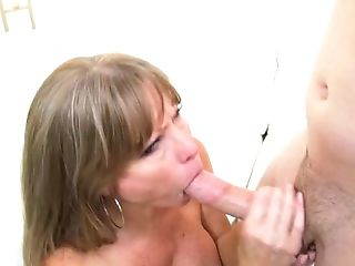 Große Titten, Blond, Blowjob, Spermaschlucken, Cumshot, Darla Crane, Deepthroating, Fingern, Brille, Handjob,